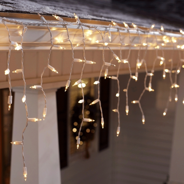 Featured Photo of Hanging Outdoor Christmas Lights Without Nails