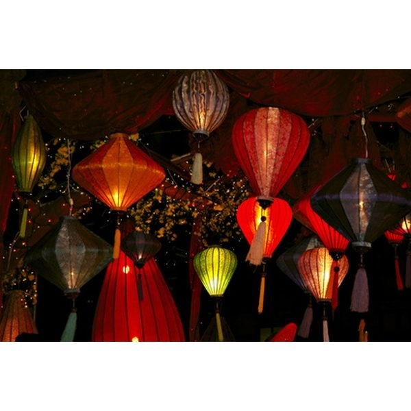 How To Hang Paper Lanterns For An Outdoor Wedding   Our Everyday Life throughout Outdoor Hanging Paper Lantern Lights (Image 4 of 10)