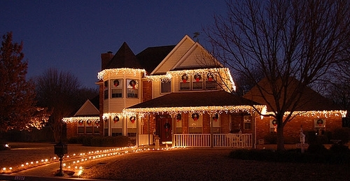 Featured Photo of Hanging Outdoor Christmas Lights Around Windows