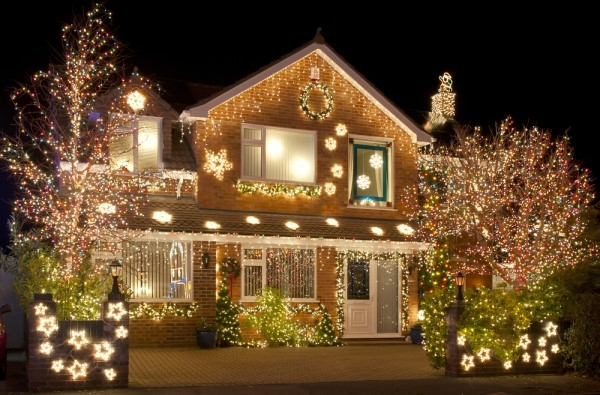 Tips For Hanging Outdoor Christmas Lights - Pro Blog in Hanging Outdoor Holiday Lights (Image 8 of 10)