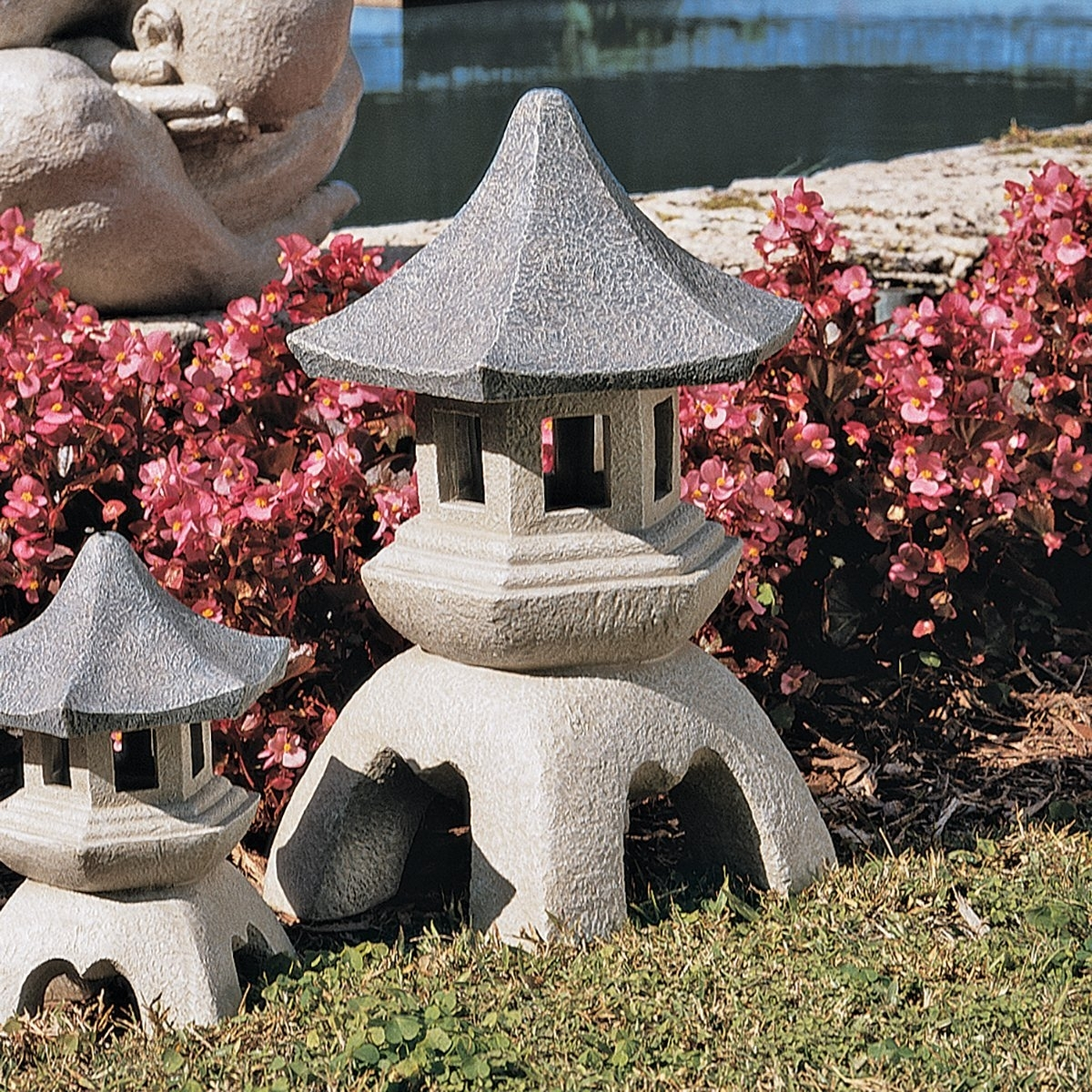 4 Cheap Outdoor Japanese Garden Lanterns For Sale - Homelilys Decor regarding Outdoor Japanese Lanterns for Sale (Image 1 of 20)