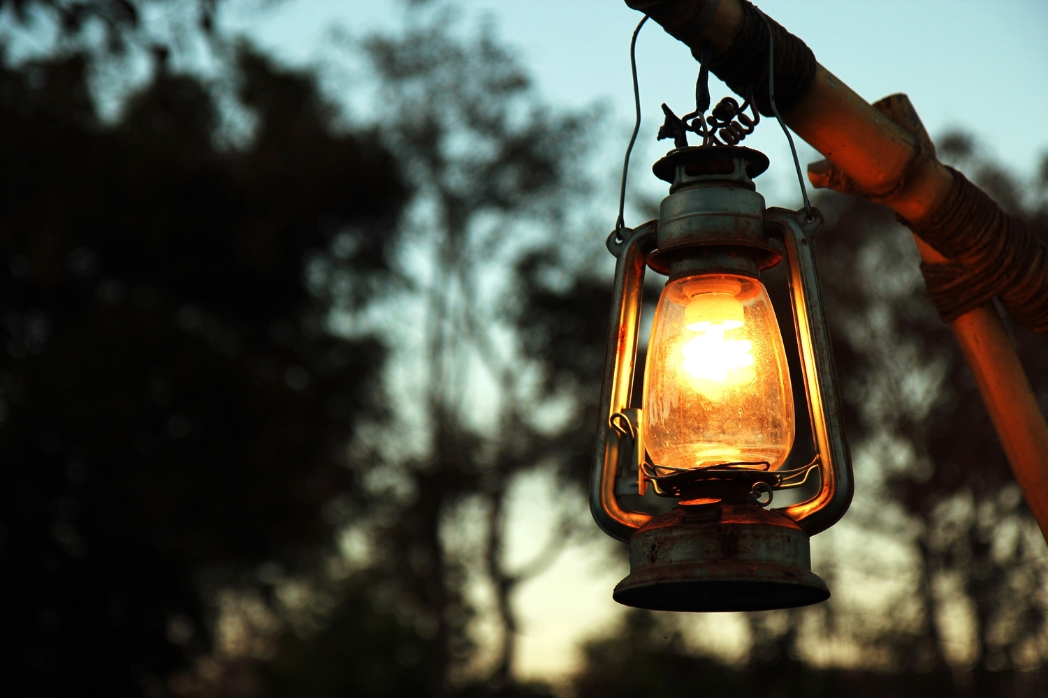 5 Best Kerosene Lanterns & Oil Lamps For Camping In 2018! pertaining to Outdoor Kerosene Lanterns (Image 1 of 20)