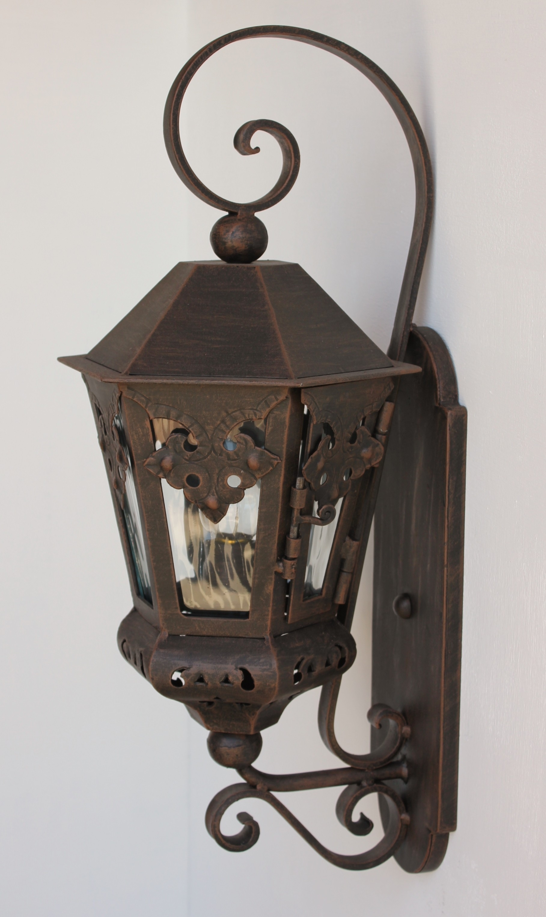 Featured Photo of Outdoor Mexican Lanterns
