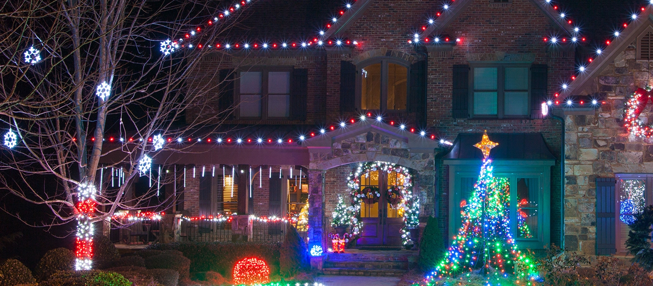 Outdoor Christmas Lights Ideas For The Roof throughout Outdoor Lanterns for Christmas (Image 14 of 20)