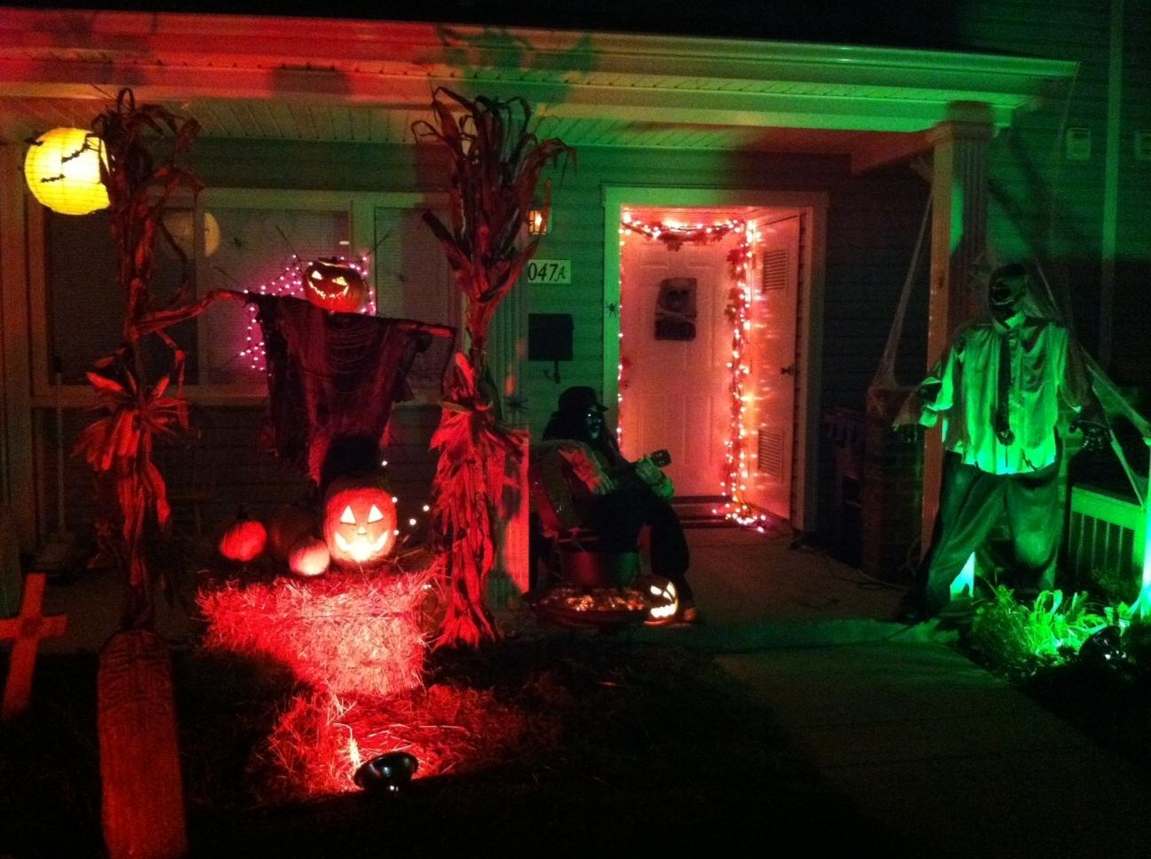 Outdoor Halloween Decorations – Weneedfun Intended For Outdoor Halloween Lanterns (View 17 of 20)