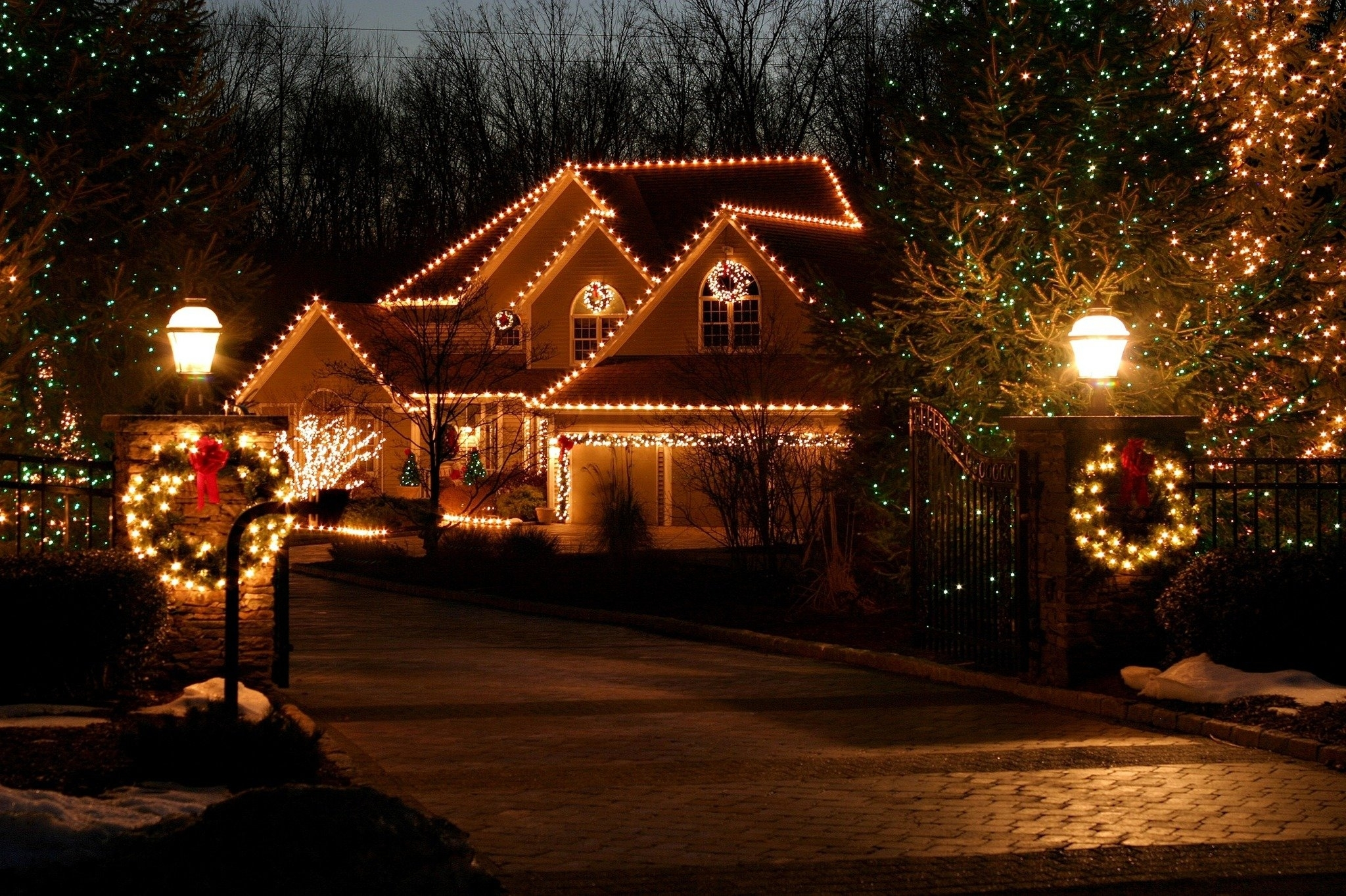 Putting Up Outdoor Christmas Lights Is Easier With Expert Tips For within Outdoor Lanterns For Christmas (Image 18 of 20)