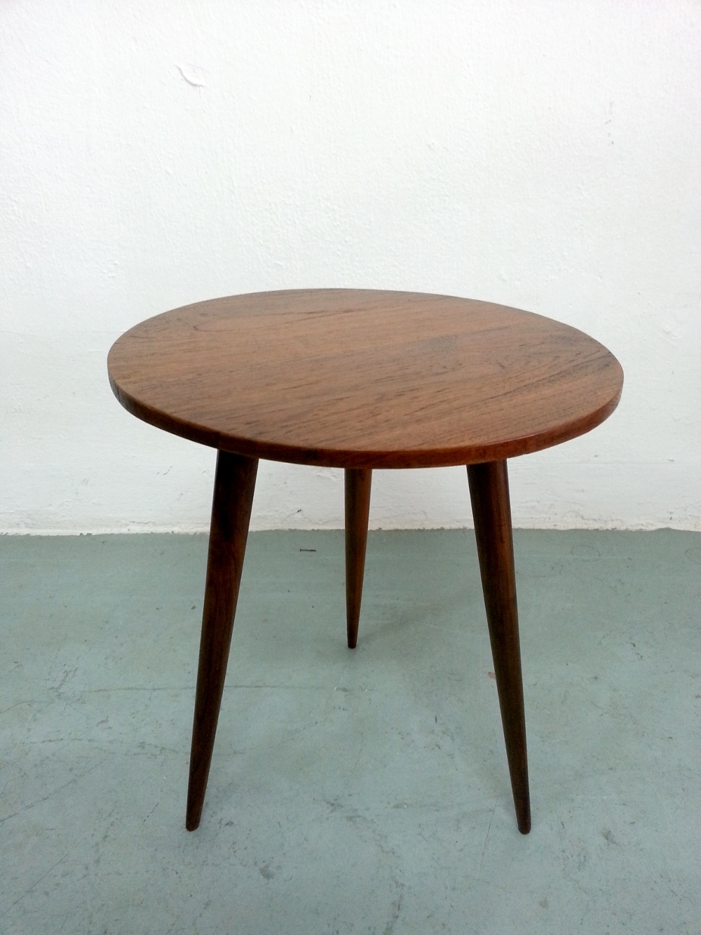 Rounded Mid Century Coffee Table « Things Your Mother Throw(S in Antiqued Art Deco Coffee Tables (Image 30 of 30)