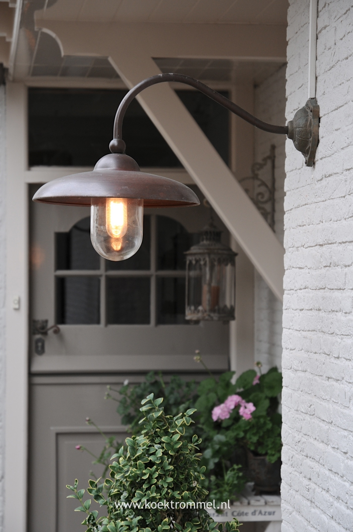 Using Lighting To Make Home Inviting - Planete Voltaire for Outdoor Lanterns For Front Door (Image 19 of 20)