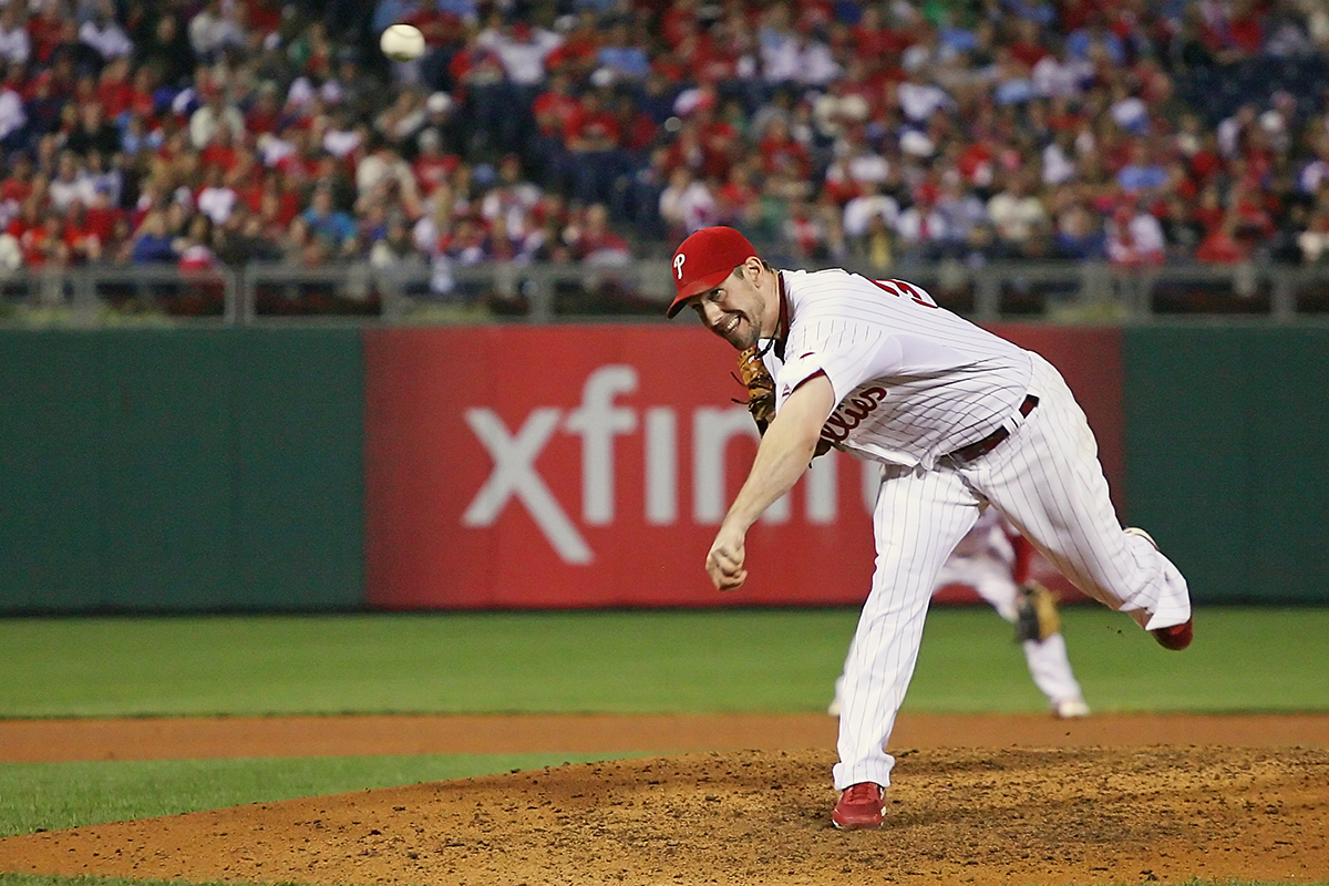 Cliff Lee: Philadelphia Phillies Pitcher Returns, Is Booed | Vault Pertaining To Jaxon 76 Inch Plasma Console Tables (Image 3 of 30)