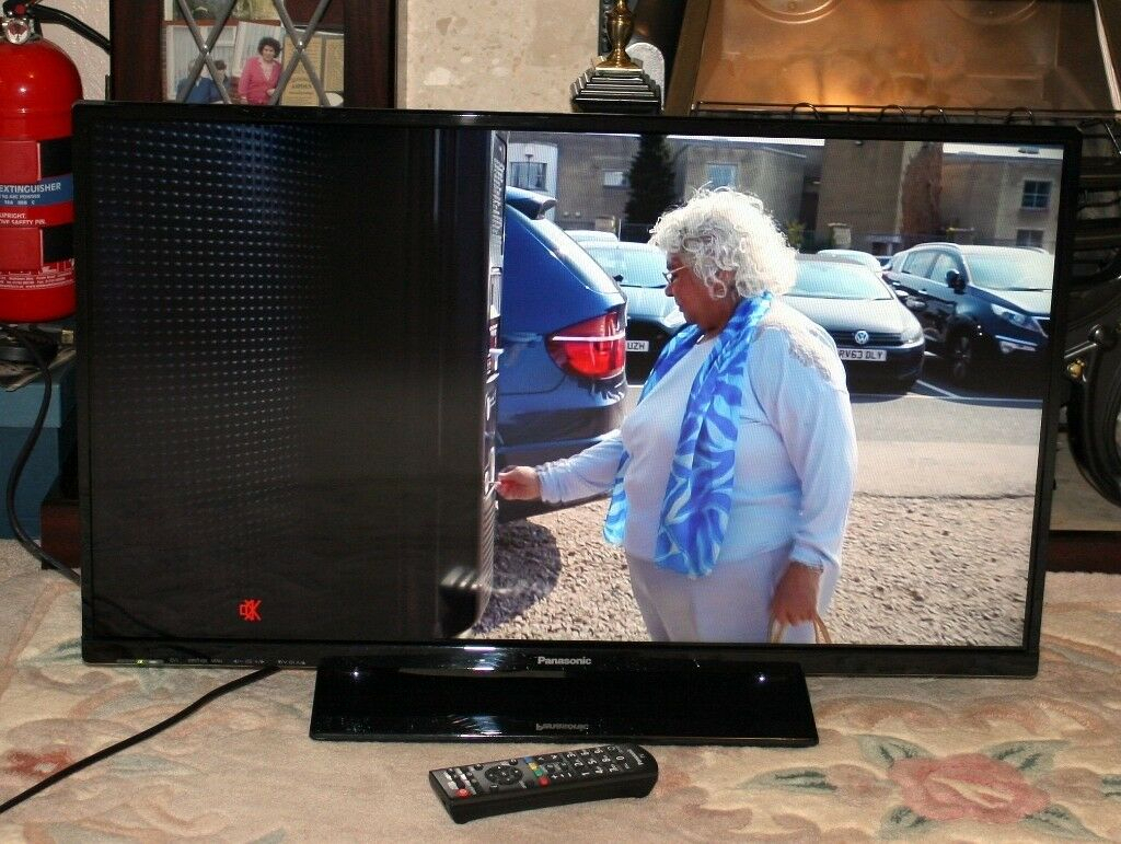 Panasonic 32 Inch Led Tv With Freeview Hd | In Wakefield, West Pertaining To Wakefield 97 Inch Tv Stands (Photo 25 of 30)
