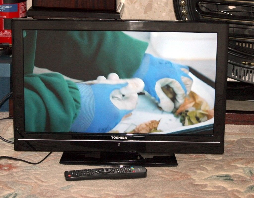 Toshiba 22 Inch Lcd Tv With Freeview | In Wakefield, West Yorkshire For Wakefield 97 Inch Tv Stands (View 12 of 30)