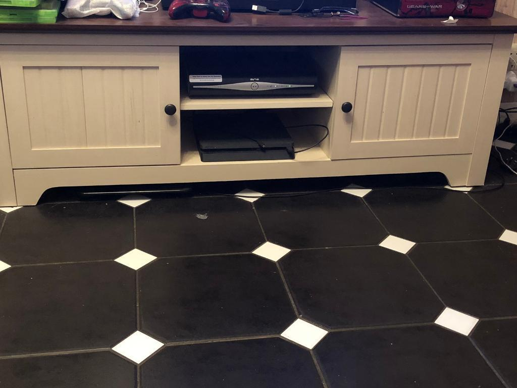 Tv Stand | In Ilkeston, Derbyshire | Gumtree With Regard To Wakefield 85 Inch Tv Stands (View 15 of 30)