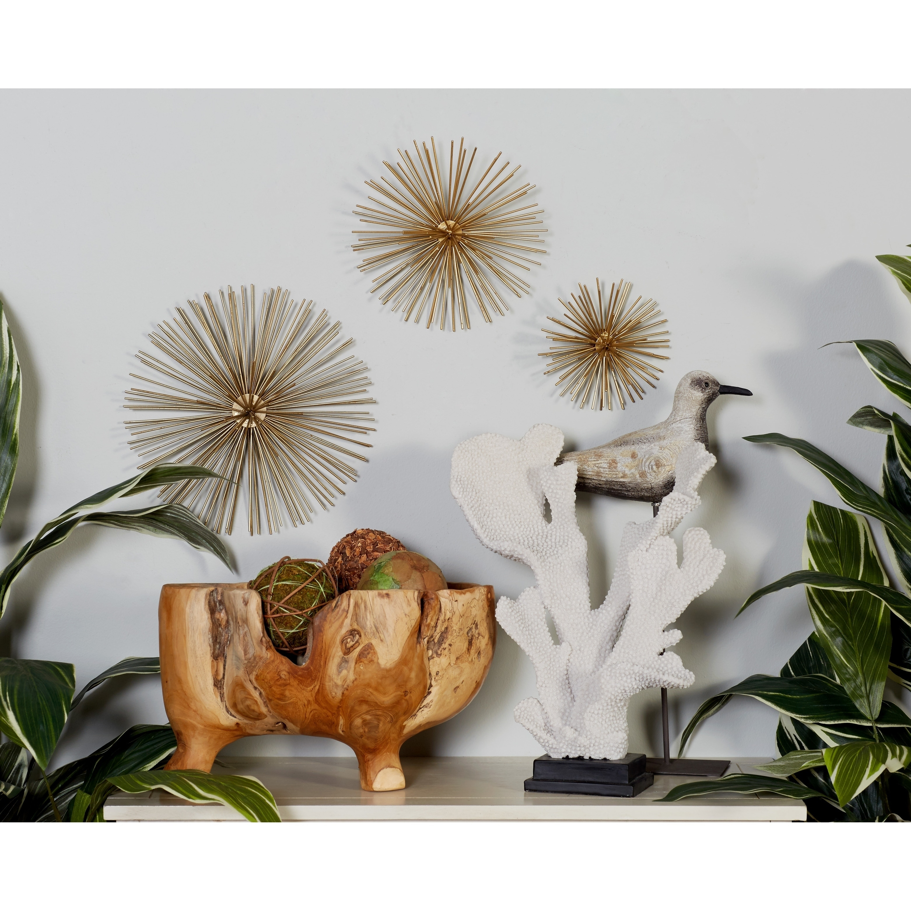 Decmode Metallic Gold Starburst Modern Metal Wall Décor | Set Of 3 pertaining to Set of 3 Contemporary 6, 9, and 11 Inch Gold Tin Starburst Sculptures (Image 11 of 30)