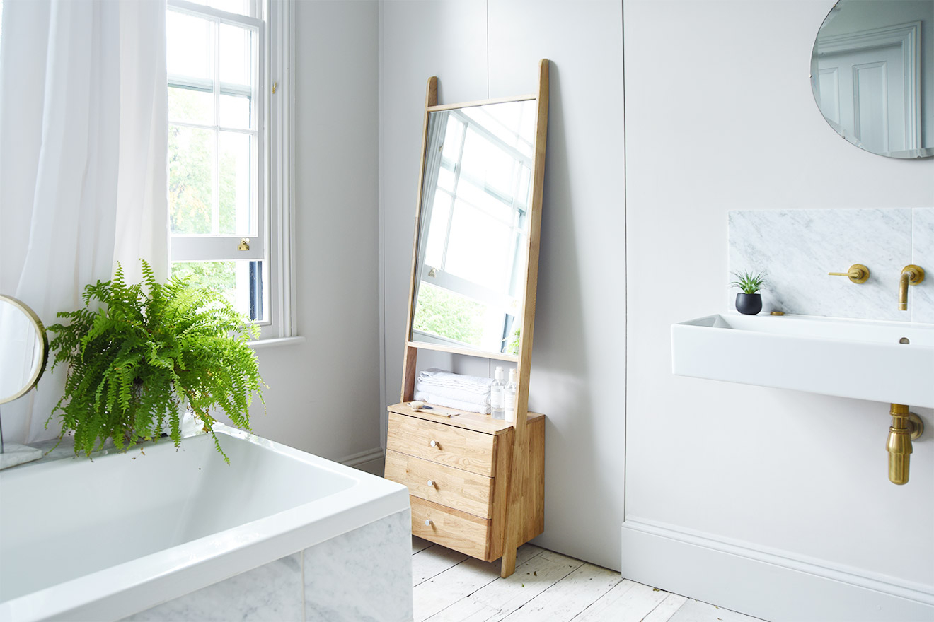 Oak Leaning Ladder Mirror Drawers Within Leaning Mirrors (View 16 of 30)