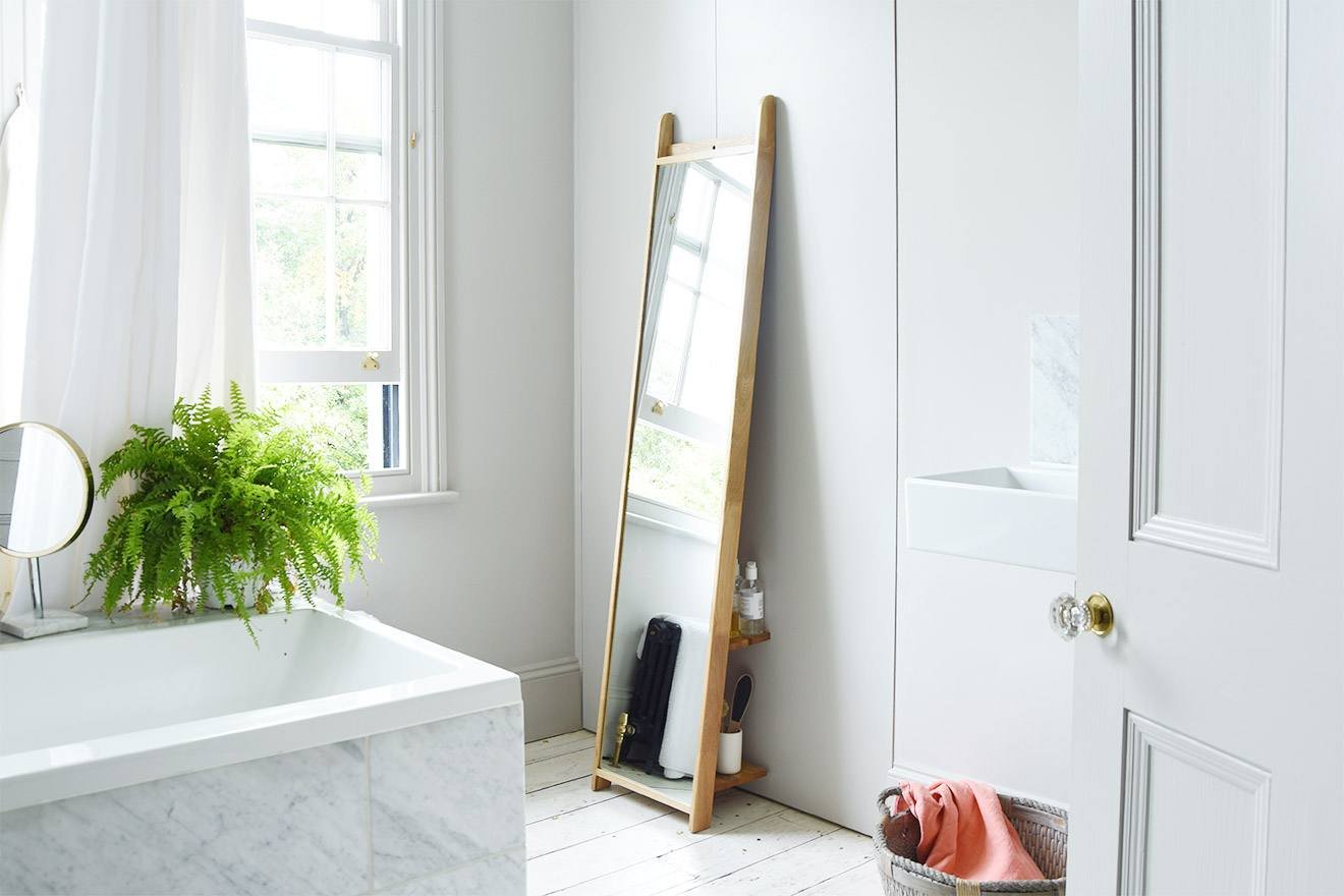 Oak Leaning Ladder Mirror Throughout Leaning Mirrors (View 20 of 30)