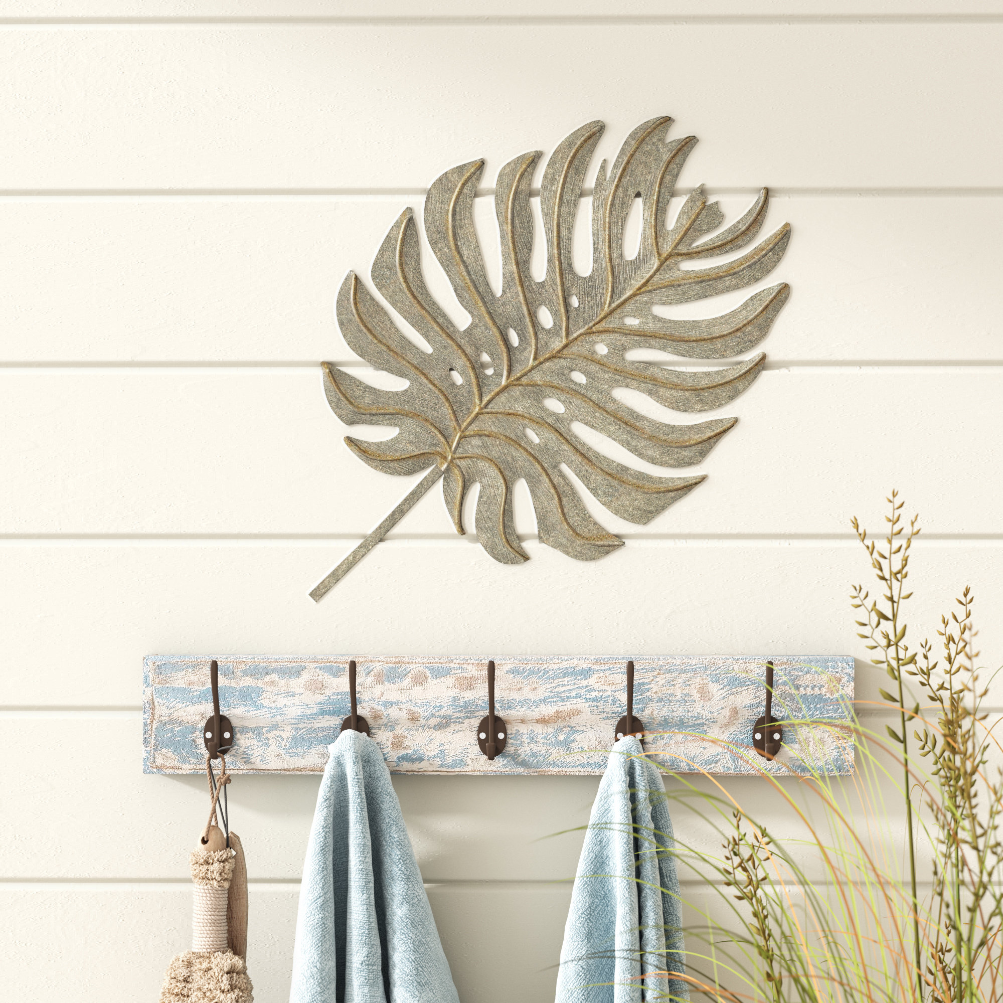 Palm Leaf Green/brass Metal Wall Décor regarding Metal Wall Decor By Cosmoliving (Image 28 of 30)