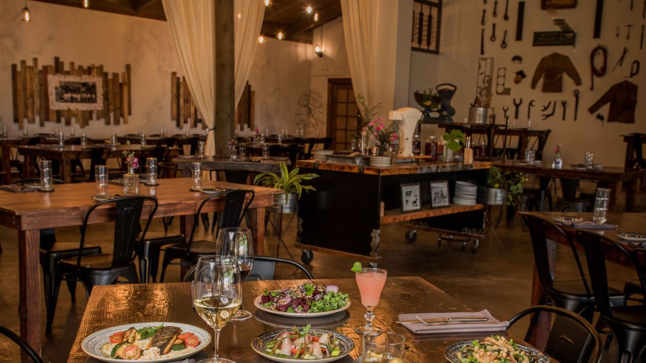 50 Hawaii Restaurants To Connect In For Mother's Day | April For Simple Living Maui Buffets (View 1 of 30)