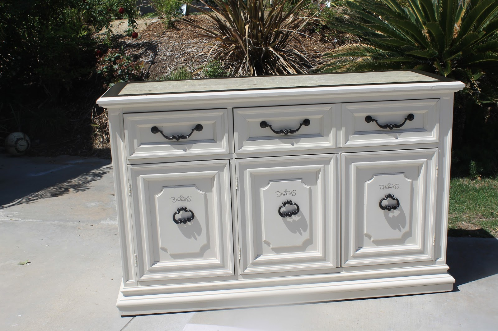 Antique White Buffet Table – Home Ideas With Regard To Simple Living Antique White Kendall Buffets (View 3 of 30)