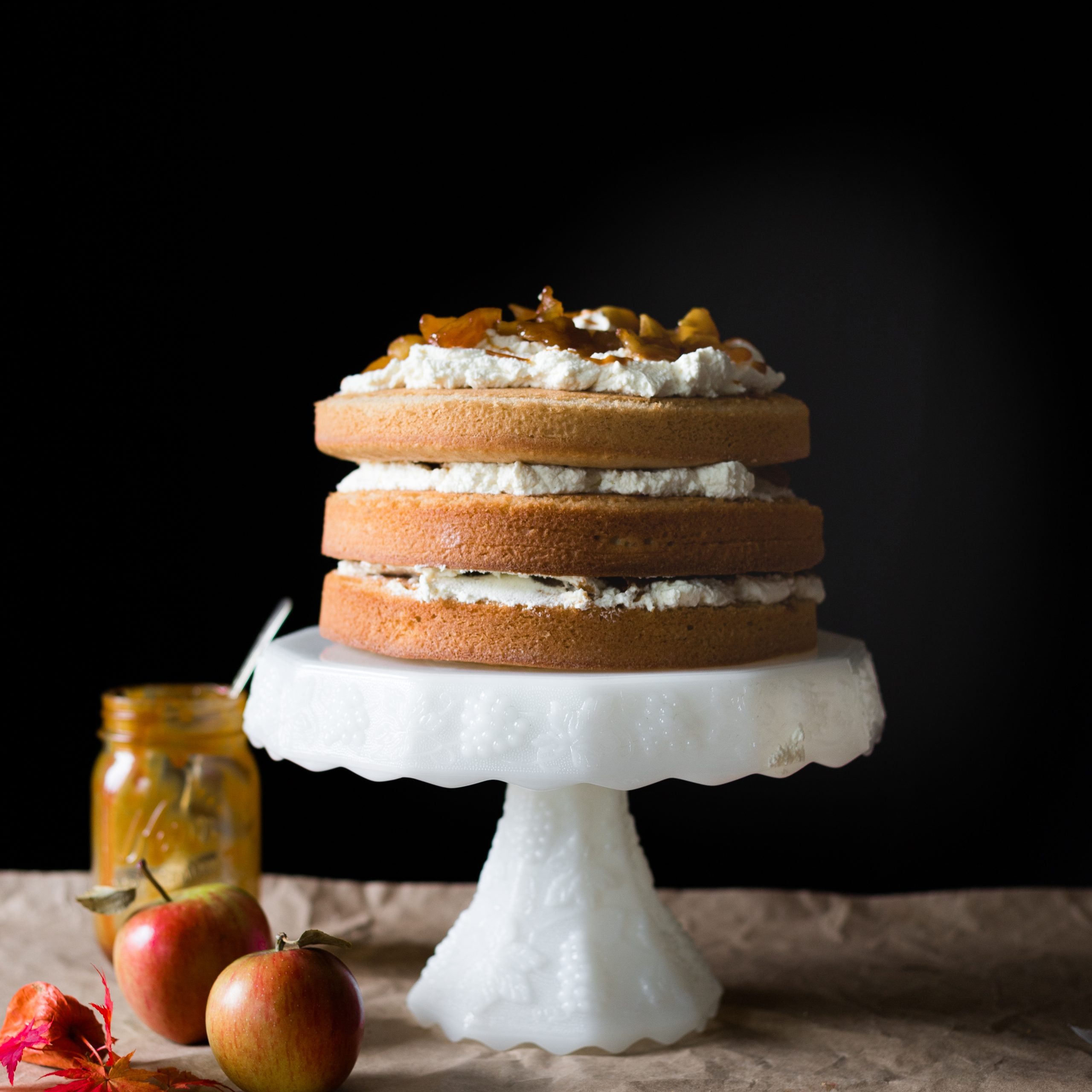 Apple Spice Cake With Apple Orchard Printed Kitchen Tier Sets (View 15 of 20)