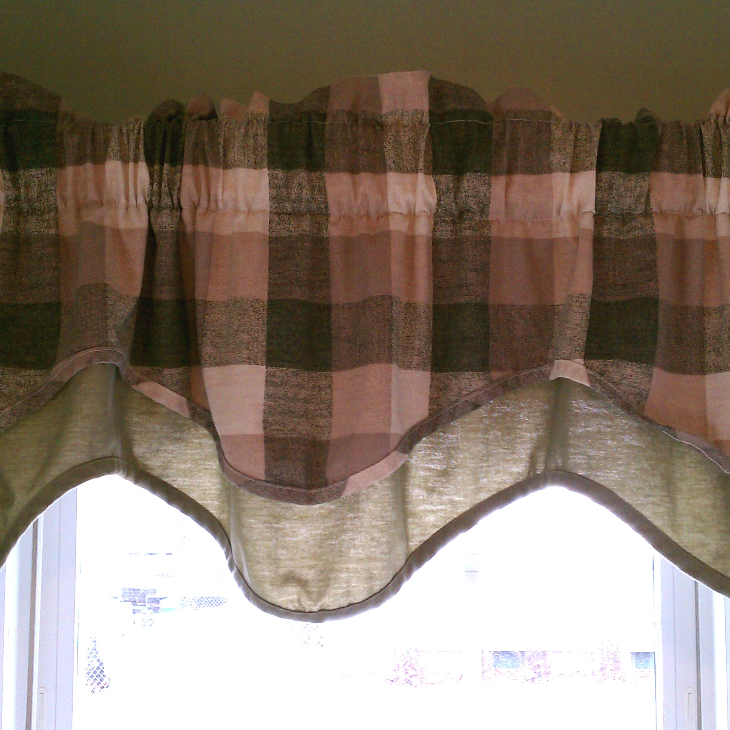 Window Valance – Wikipedia Within Cotton Blend Classic Checkered Decorative Window Curtains (View 20 of 20)