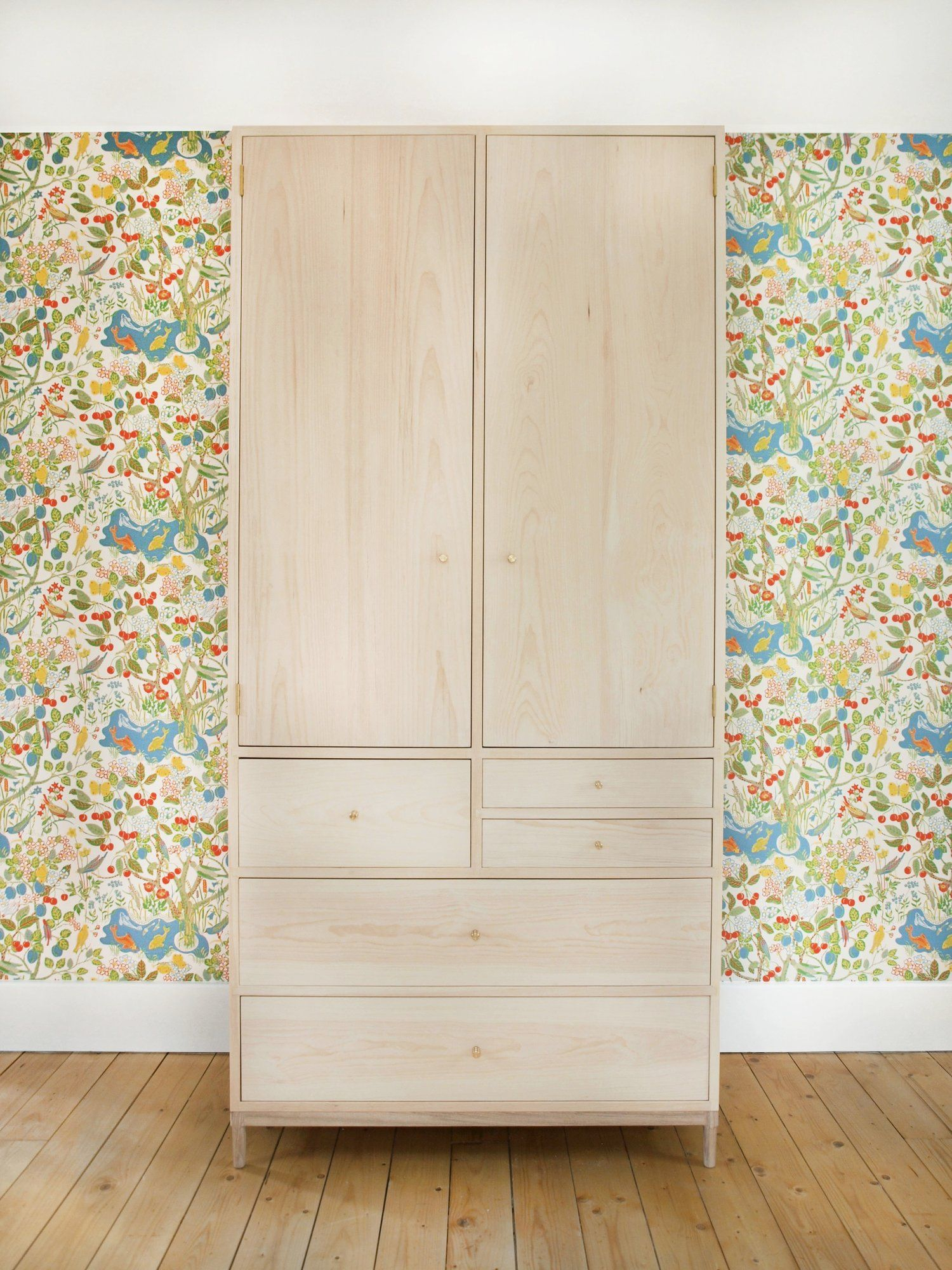 """Brian Persico Fin Armoire – 6 